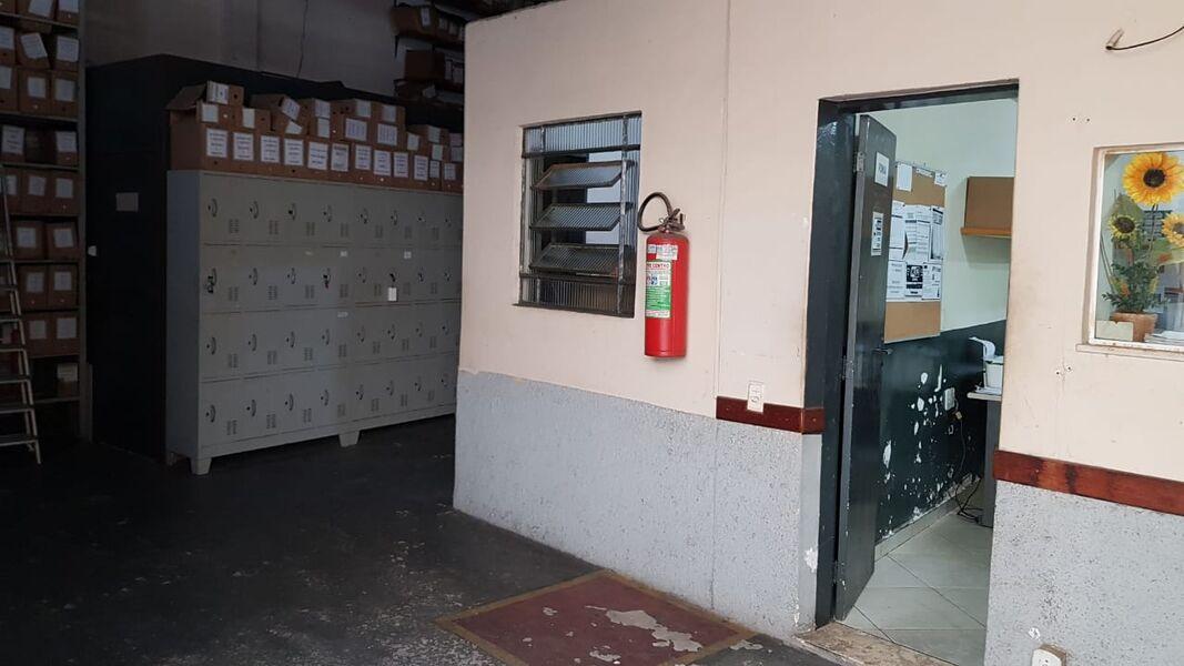 Excelente Galpão em Bonsucesso com Garagem Para 4(Quatro ) Carros-Venda - 7008 - 7
