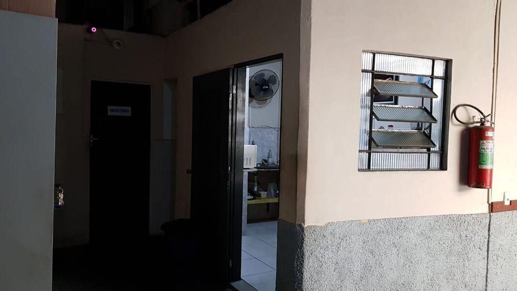 Excelente Galpão em Bonsucesso com Garagem Para 4(Quatro ) Carros-Venda - 7008 - 8