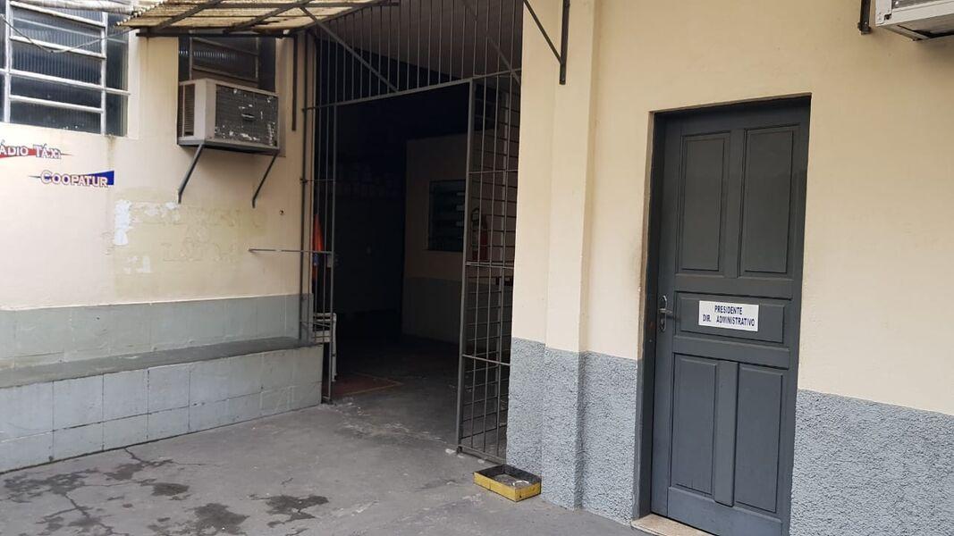 Excelente Galpão em Bonsucesso com Garagem Para 4(Quatro ) Carros-Venda - 7008 - 6