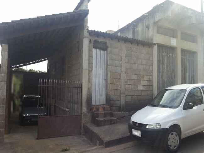Casa Felipe Cláudio Sales,Pedro Leopoldo,MG À Venda - vcs008 - 1